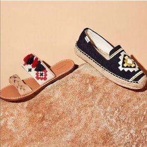 NWOT Soludos // Embroidered Platform Slippers